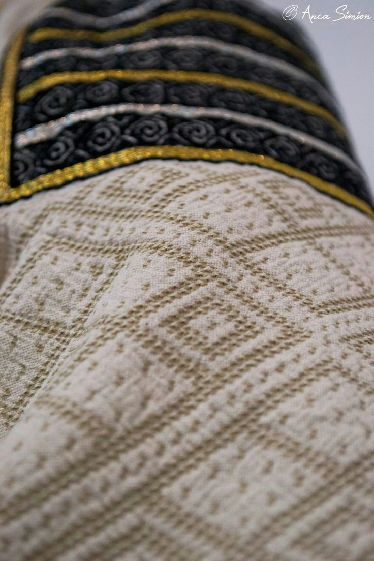 #iaaidoma Romanian blouse. New embroidery, recreation of original blouses in museums around the world. Cernauti region. Sleeve detail (incret)