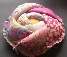 Fantastic Japanese pin cushion. Does anyone have the instructions to make this ? Please