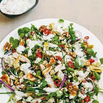 Kycklingsallad med kronärtskockshjärtan & yoghurtdressing - Recept - Tasteline.com