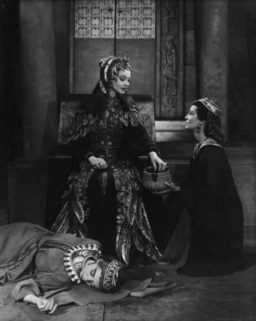 Cleopatra's death scene (1951) in Shakespeare's tragedy Antony and Cleopatra
