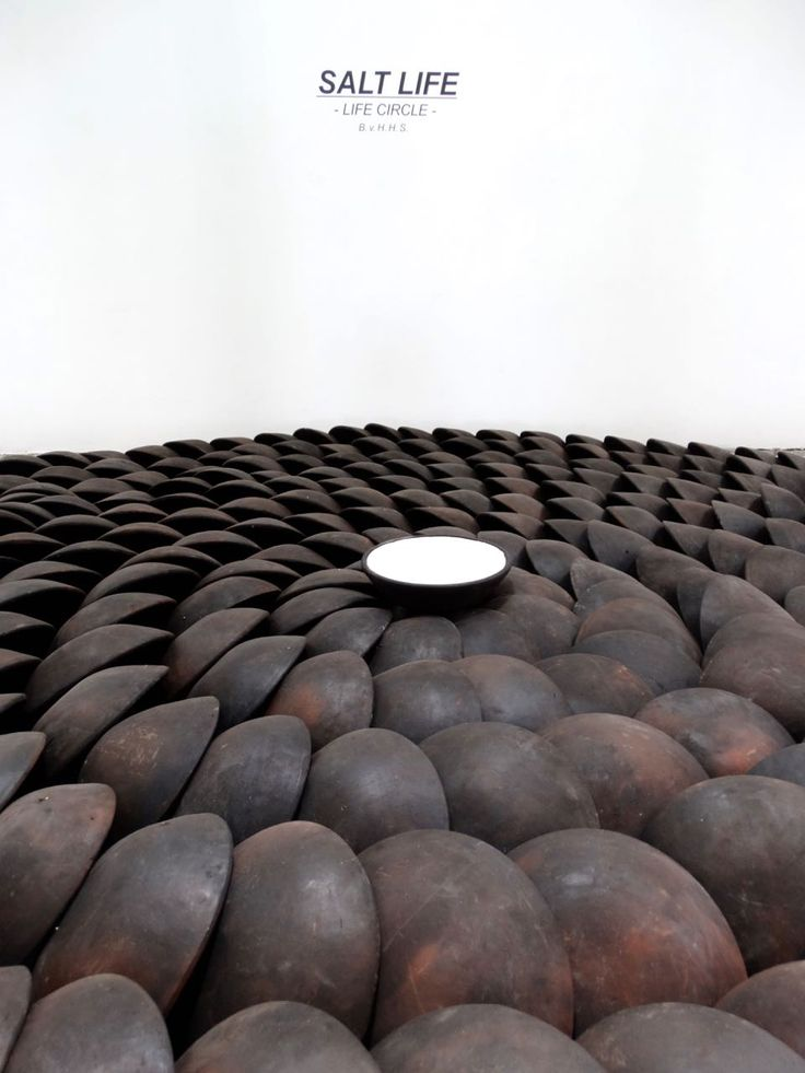 SALT LIFE / LIFE CIRCLE  Yogyakarta / Indonesia / Artist BvHHS 2015 - The Eclipse of Life, 365 black sooty clay bowls, just as many as days in a year, bottoms up, so to speak - rooted up in a symbolic protest. Mahatma Gandhi led in 1930 a 400 kilometers long march to the sea to demonstrate against the government's salt monopoly, symbolicly a struggle for freedom. The salt of life.