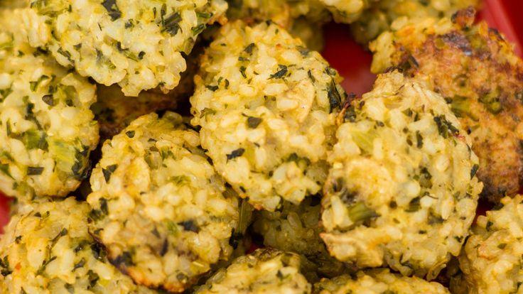 Brócolis e couve-flor refogados complementam a massa deste aperitivo saudável e delicioso!