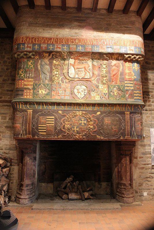 Cheminée dans le château médiéval des ducs de Rohan à Pontivy