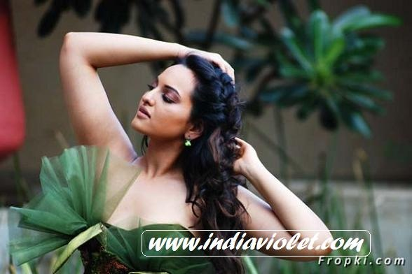sonakshi sinha hot kiss - photo #17