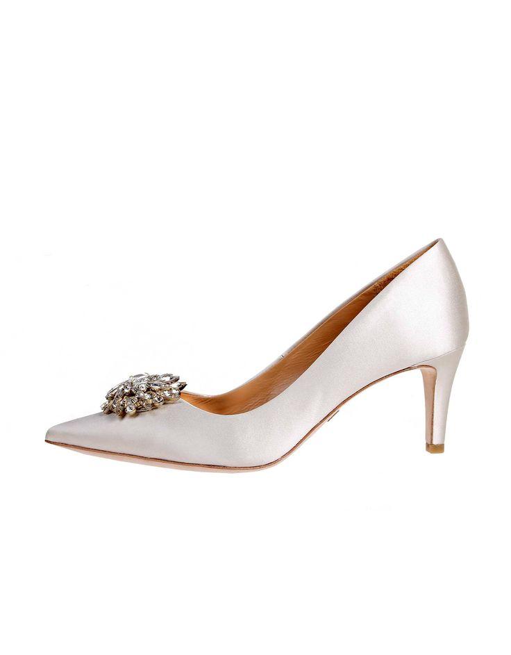 Wedding day inspiration from Kleinfeld Canada: Badgley Mischka shoes, Gardenia Ivory