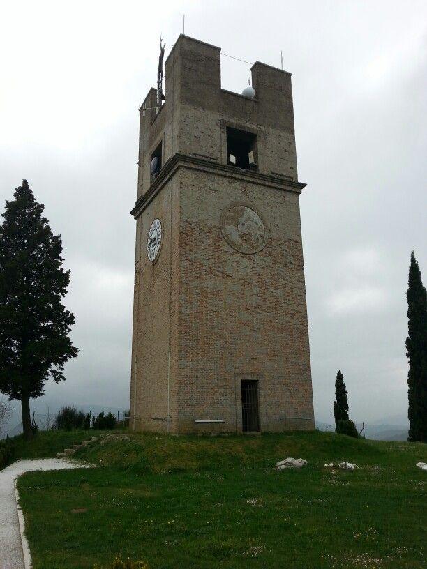 Peglio (Urbania ) la torre dell'orologio.