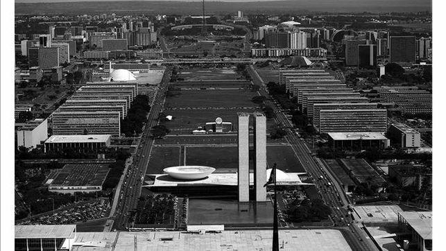 Paris-arquitecto-Oscar-Niemeyer-Brasilia_EDIIMA20130526_0078_4.jpg 643×362 píxeles