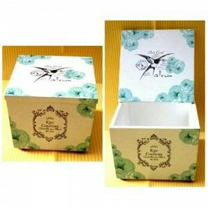 Multifunction box with elegant vintage design ready to decorate your room. Size: 9x9x7 cm