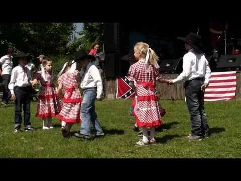 """Country tanec na píseň M.Tučného """"Báječná ženská"""" (mat.škola Dubí) - YouTube"""