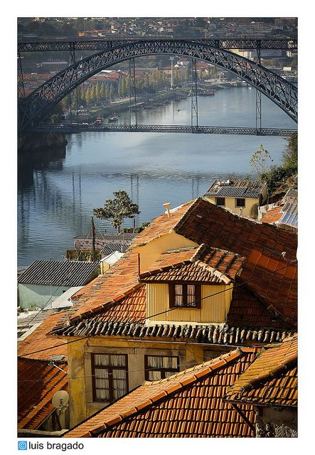 Fontainhas typical parish, side by side with beautifull D Luis I Bridge #Porto #Portugal .