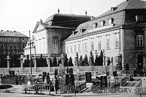 Grasalkovičov palác - Grasalkovičov palác, rok 1945 - Pohľady na Bratislavu