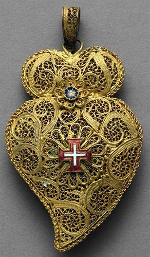 Portuguese pendant - Gold-plated metal with polychrome enamels