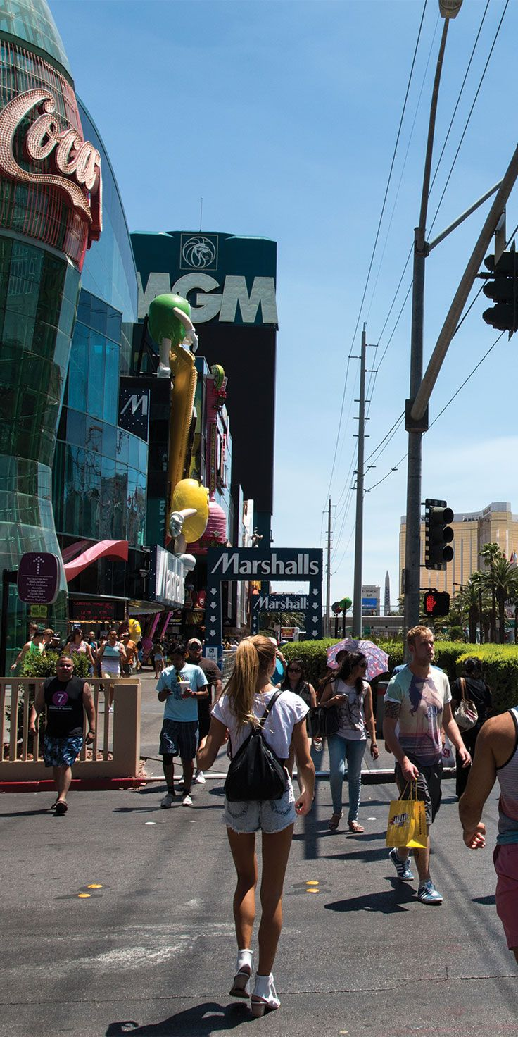 Exploring the strip by day - by Sjana Earp