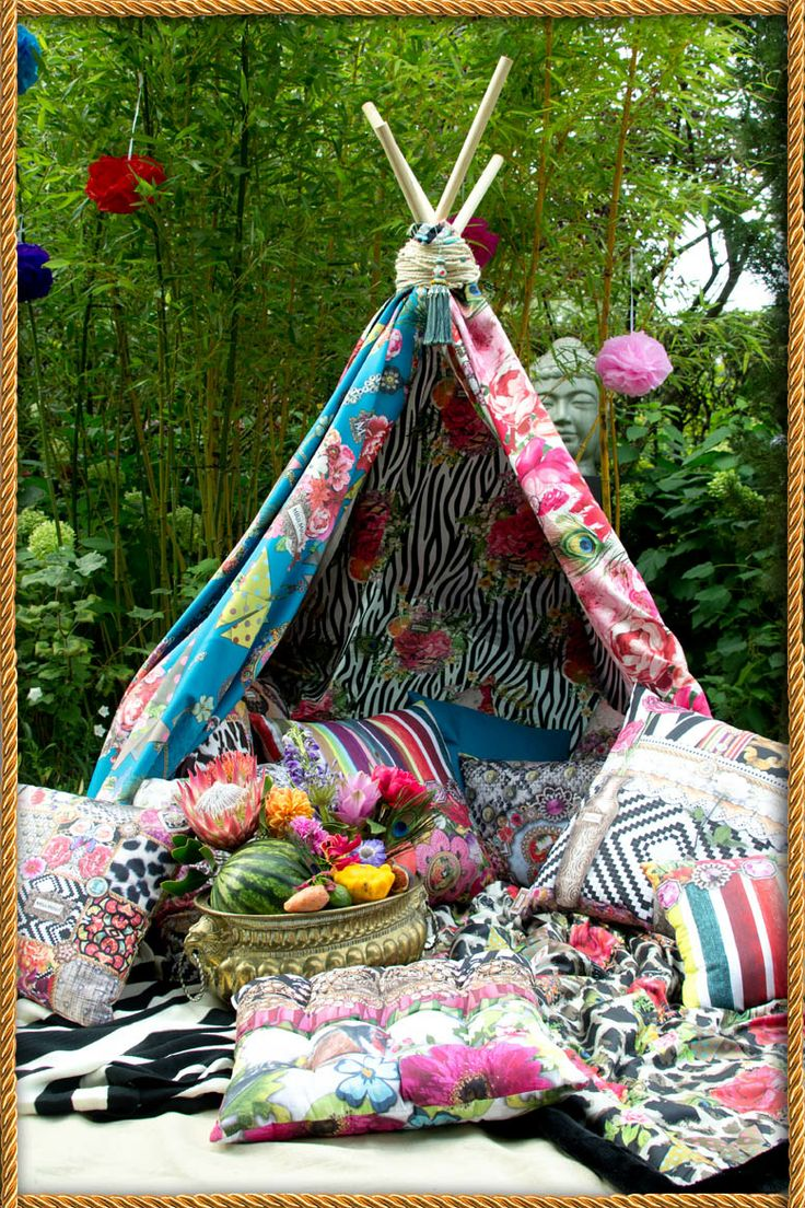 Boho garden party in a tipi tent. | Melli Mello | Boho ...
