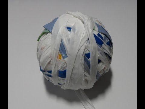 Leer hoe je draad kan maken van plastic tasjes. In het Engels heet dit plastic yarn (plarn).