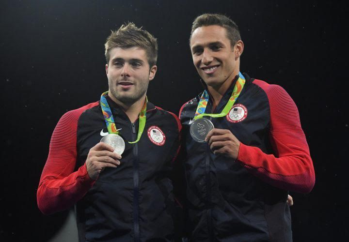 Americans Sam Dorman and Michael Hixon win silver in the men's synchronized 3-meter diving.
