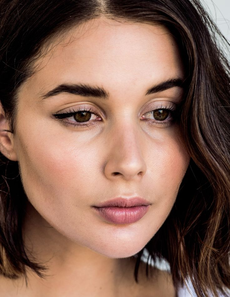 During winter, when the weather makes my skin a little dryer I love to amp up the hydration by using cream and liquid based makeup. These finishes help to create a dewy, fresh look, even when my skin