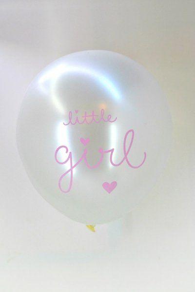 En het wordt...een meisje! Vier je kraamfeest of babyshower met deze feestelijke ballonnen. De set bestaat uit: 3 metallic roze ballonnen en drie witte met daarop de tekst: little girl! Laat het feestje maar beginnen...!