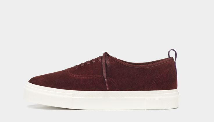 #Eytys Mother Suede Cabernet. Mother sneakers in a seasonal burgundy premium silky suede with contrasting rubber soles.