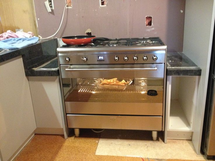 Here's the new oven. Yay!!!