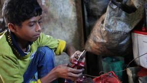Die Armut zwingt in Bangladesch 7 Millionen Kinder zu harter Arbeit.