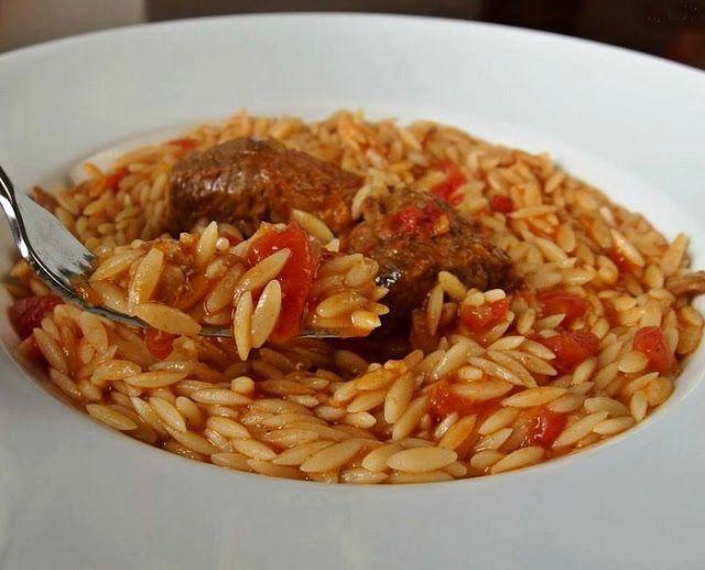 Αγαπημένο μαμαδίστικο φαγητό !! ΥΛΙΚΑ 1 πακέτο (500 γρ.) κριθαράκι χονδρό MISKO 1 κιλό μοσχάρι σπάλα σε μερίδες ½ φλιτζάνι ελαιόλαδο 1 κρ...