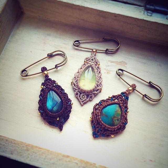Macrame brooches #jewelry #macrame #crystals #crystal #boho #naturalstone #bohochic #bohostyle #brooch #natural #naturalista #yogalife #handmade #handmadejewelry #handmadewithlove #turquoise #labradorite #天然石 #マクラメ #ハンドメイド #ハンドメイドアクセサリー #ブローチ