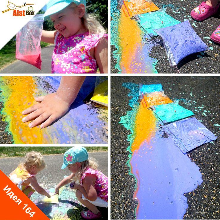 Лето подходит к концу, и нужно успеть использовать тёплые деньки, чтобы заняться чем-нибудь интересным на улице. Ваших маленьких непосед наверняка порадует наша новая идея, ведь их ждёт настоящий взрыв красок! Ба-бах! Делаем взрывающийся мел! #aistbox, #аистбокс, #летние поделки, #поделки для детей, #развитие ребёнка, #чем занять ребенка, #своими руками