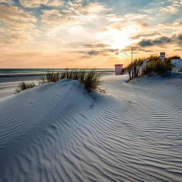 Sunset. Eingefangen von @janse_photos. Toll!! Tagt Eure besten Strand- und Inselfotos mit #lanautique. Wir veröffentlichen täglich unsere Favoriten. Ahoi! ------------------------ #nordsee #ostsee #küste #meer #urlaub #insel #amrum #wangerooge #juist #borkum #rügen #fehmarn #sanktpeterording #baltrum #norderney #sylt #föhr #langeoog #sonnenuntergang #sonne #strandkorb #strand #westerland | #meer #mode #küste #nordsee #ostsee