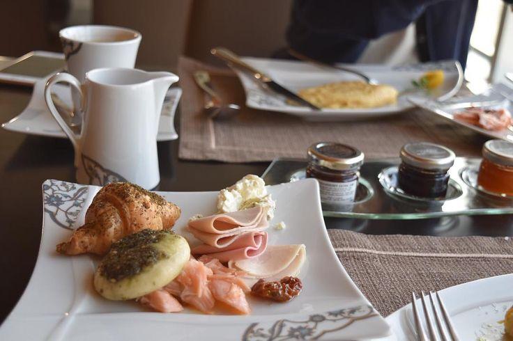 朝食ティータイム夜はドリンクフリーのお酒 このホテルにいると食事には何も困らない #nassimaroyalhotel