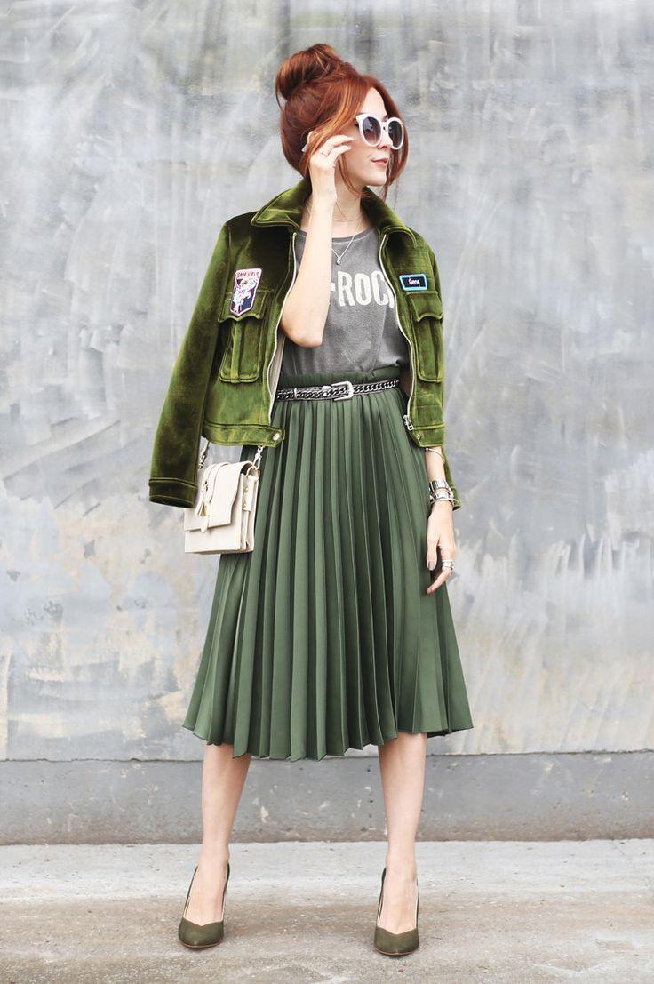 Escolhi uma saia midi verde da Renner pra montar 3 looks diferentes com a mesma peça. Já pensou em usar verde em look monocromático, com oncinha ou roxo?