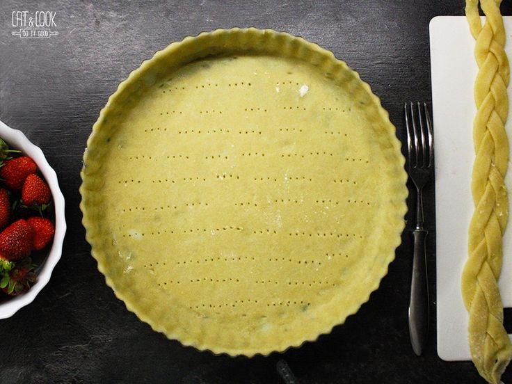Křehké těsto by mělo být krásně křupavé a provoněné máslem. Internet je plný špatných receptů a jí si myslím, že bychom při přípravě tohoto těsta měli ctít pravidla a postupy francouzských cukrářů…
