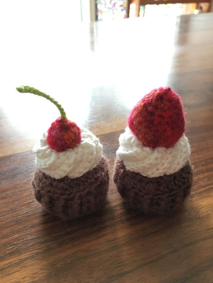 crochetted cupcake pin cushion