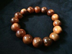 Gelang agathis 14mm.  Check www.indonesianhandycraft.com for more info.