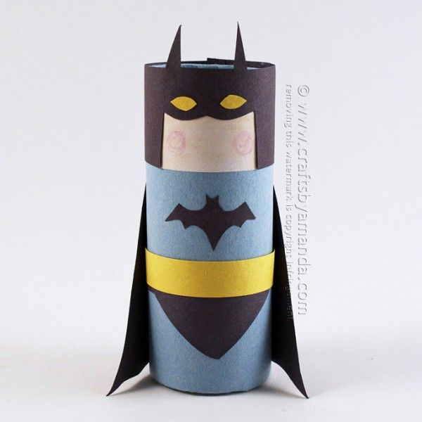 Plantilla para Batmán con rollo de cartón // Cardboard Tube Batman by Amanda Formaro of Crafts by Amanda