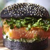 Saumon snacké en burger - une recette Sandwich - Cuisine
