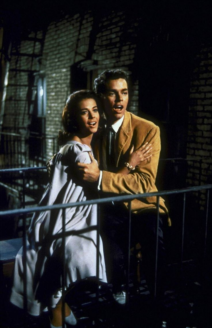 """Natalie Wood and Richard Beymer in """"West Side Story"""" (1961). COUNTRY: United States. DIRECTOR: Robert Wise. Jerome Robbins."""