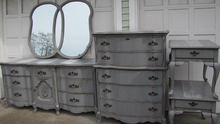 Vintage/antique Washed/Glazed Gray French Country Provincial Bassett/Broyhill Bedroom Dresser Set