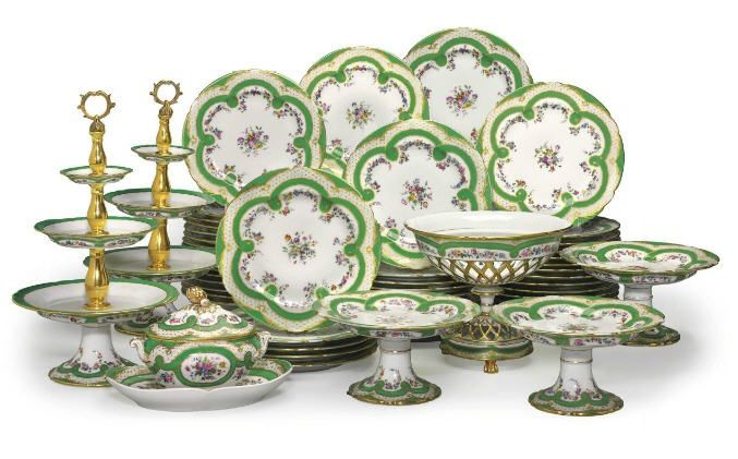 AN ASSEMBLED PARIS PORCELAIN GREEN AND GILT 'OEIL DE PERDRIX' GROUND DESSERT SERVICE SECOND HALF 19TH CENTURY, SOME WITH GILT PAINTED MARKS FOR BOYER STE FEUILLET