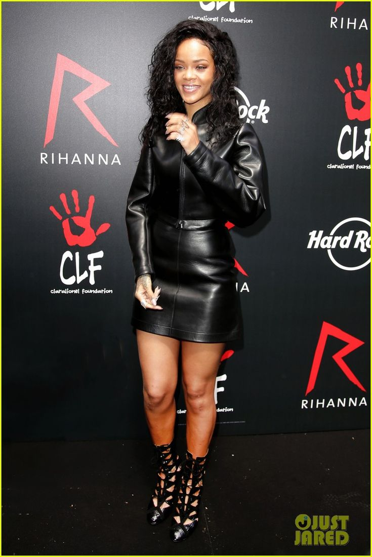 Photos Rihanna Launches Limited Edition T Shirt In Partnership With Hard Rock Cafe