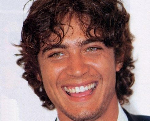 ricardo scamarcio... look at those gorge eyes, that curly hair... and oh, that million dollar smile <3