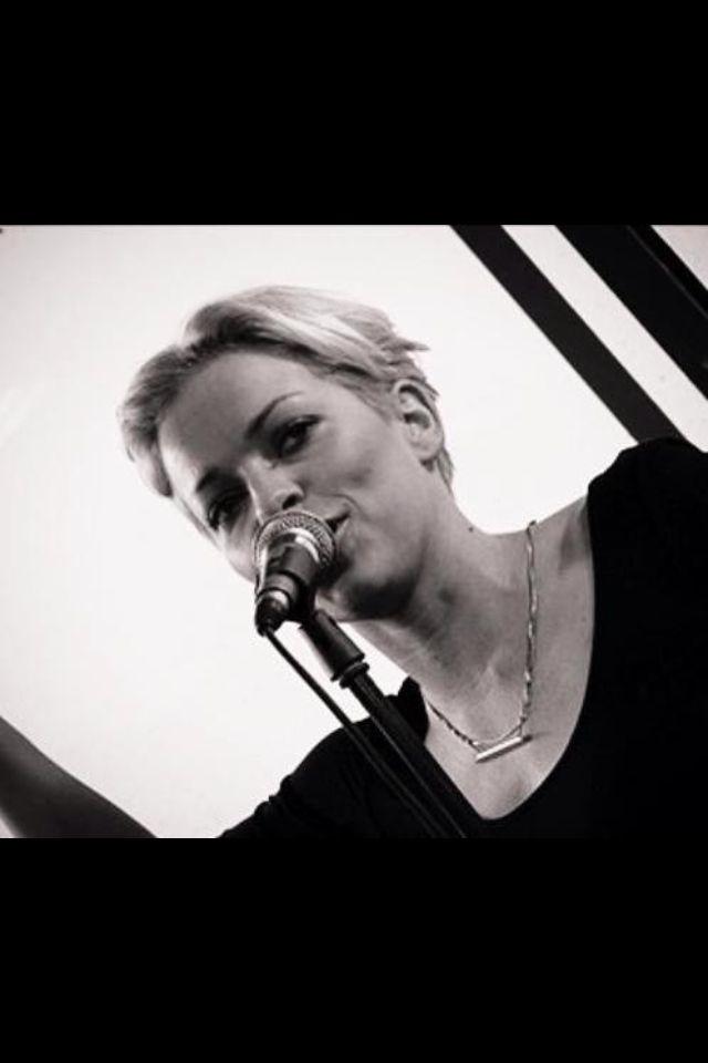 Beautiful swedish singer Petra Marklund wearing LUNDBLADBALDAL silver necklace. Picture taken during her performance this weekend at Musikhjälpen, Gothenburg 2013.