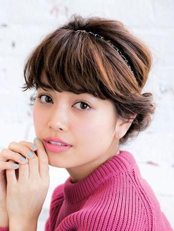 カチュームで作る、レトロモダンなアップスタイル♡ 小顔に見えるヘアセット一覧。