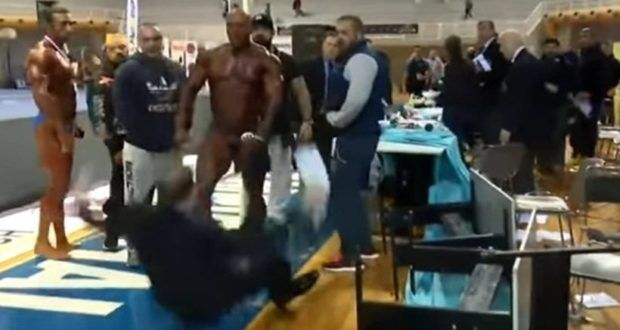 Video: Βodybuilder την είδε…φουσκωτός επιτέθηκε και χτύπησε κριτή γιατί βγήκε δεύτερος!