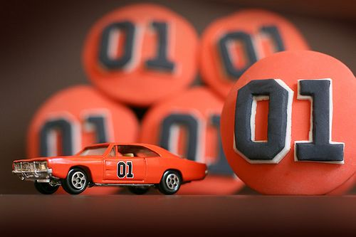 Dukes of Hazzard cupcakes!!!  My husband would LOVE these!  (so would me & the kids)
