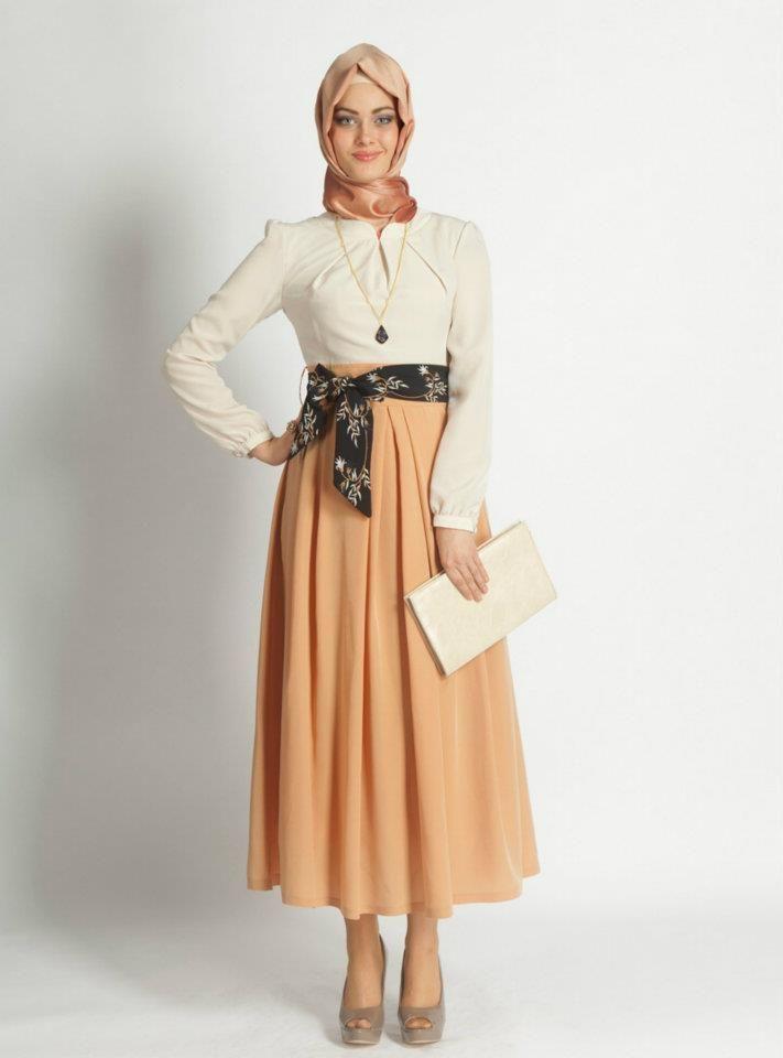 Yeni Moda Uzun Etekler   AÇIK RENKLERDE ÇOK ŞIK UZUN TESETTÜR ELBİSE MODELİ