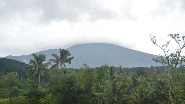 20 Pemandangan Gunung Slamet Salam Pagi Gunung Slamet Dari Segitiga Gokuse Regional Download Objek Wisata Alam Pur Di 2020 Pemandangan Pegunungan Matahari Terbit