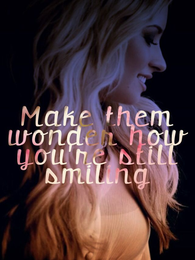 Haz que se pregunten porque sigues sonriendo. #frases #quotes