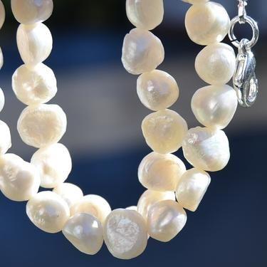 Náhrdelník z říčních perel má své neopakovatelné kouzlo, V čem spočívá tajemství perly? Perla je symbolem toho nejlepšího, čeho je člověk schopen, je symbolem čistoty a krásy jeho duše.