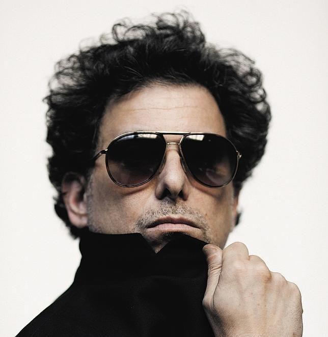 Andrés Calamaro, denunciado por presunta incitación al consumo de drogas... yo lo denuncio por lindo ...